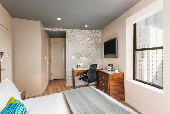 Deluxe Queen Picture Of The Gallivant Times Square New York City Tripadvisor