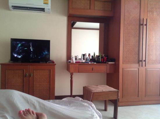 The BJ Holiday Lodge : Quaint , Thai Room Interior