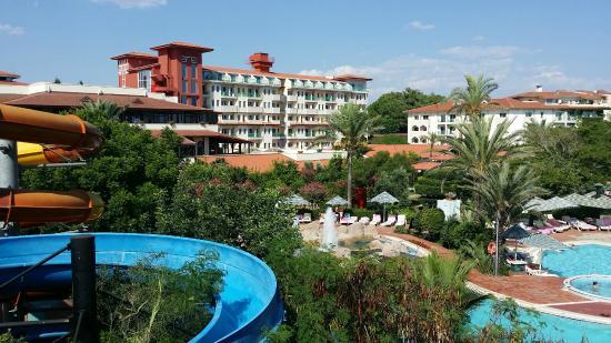 Belconti Resort Hotel: pohľad z tobogánov