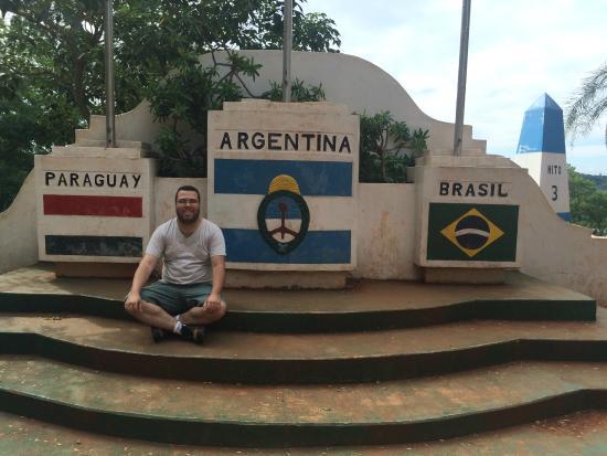 Hito de Las Tres Fronteras Argentina: Bandeiras da Tríplice fronteira