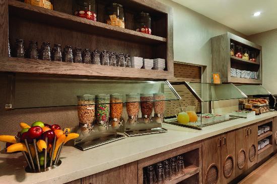 Энглвуд, Колорадо: Full Breakfast Buffet with Omelete Bar
