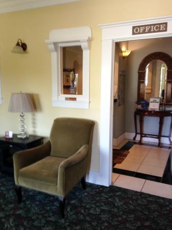 Σάντα Πόλα, Καλιφόρνια: The Santa Paula Inn B&B Lobby