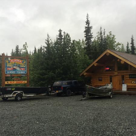 Alaska Troutfitters Lodge: Fly Shop