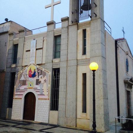 Torre Cabrera: Церковь недалеко от башни