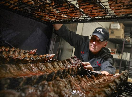 Whole Hog Cafe North Little Rock: Owner Rich Cosgrove checking the Ribs