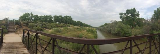 Rio Grande Nature Center State Park: Bridge to the trails