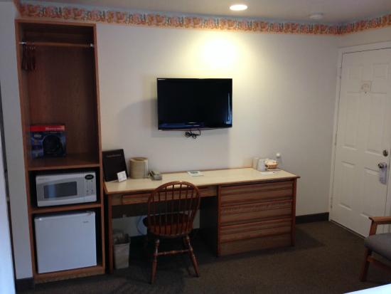 Ocean Breeze Motel: All rooms are equiped with mini fridge and microwave