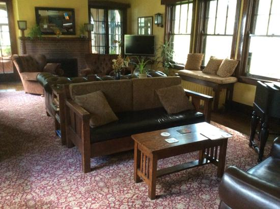 Four Mounds Inn B&B : Comfy living room