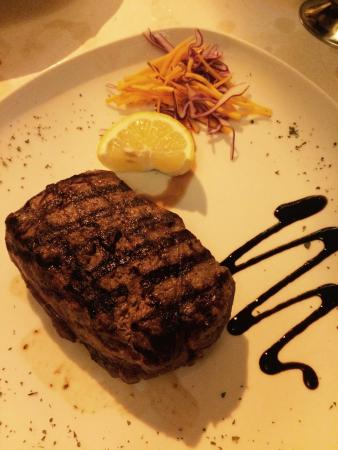 Dvenue: Fillet steak - cooked rare and delicious!