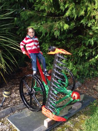 Ένις, Ιρλανδία: Our 6 and 8 year old enjoyed the farm setting.