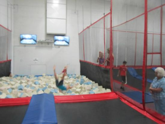 Cherry Valley, IL: Trampoline foam pit