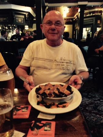 The Queens Head: Steak and mushroom pie and East coast clams