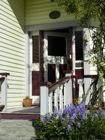 Holly Homestead B&B: Holly Homestead Front Steps