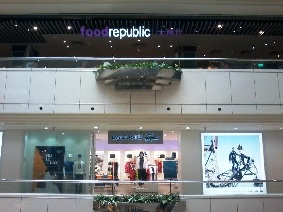 Wisma Atria Shopping Centre: the food court at the top floor