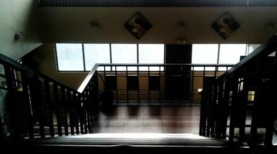Magallanes Square Hotel : stairs going to the 3rd floor