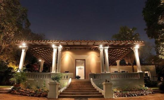 El Dorado : De noche desde afuera! excelente