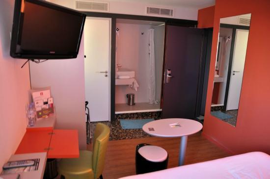 Salle de bain chambre 1 photo de ibis styles saint - Avis location st brieuc ...