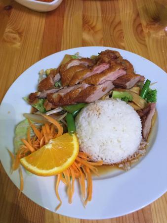 Lek's Thai Restaurant & Lounge