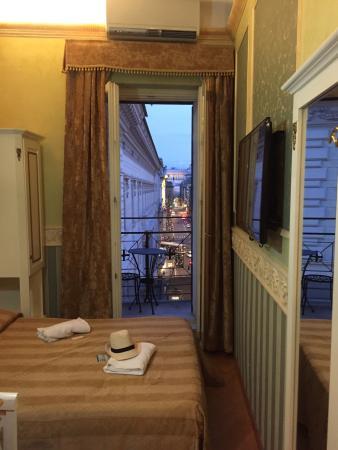 Residenza Montecitorio : Room 404, superbe vue du 5ème étage, propre. Petite mais suffisante.