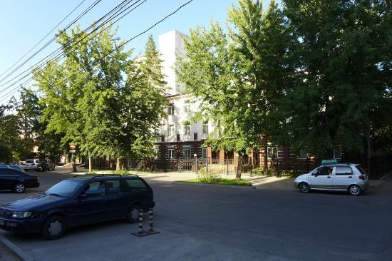 Park Hotel Bishkek: Вид с улицы