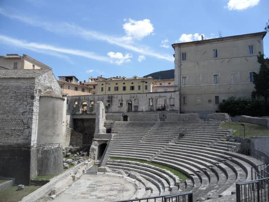 สโปลโต, อิตาลี: teatro romano
