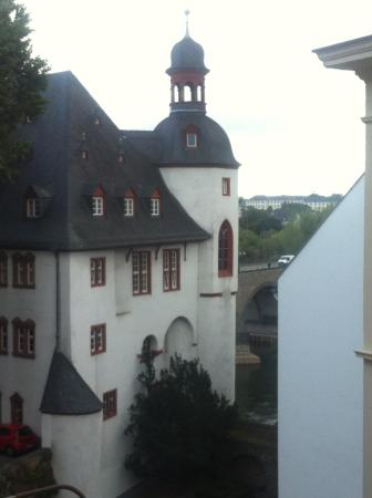 Aparthotel am Muenzplatz : Great view from my room, seconds away to the river.