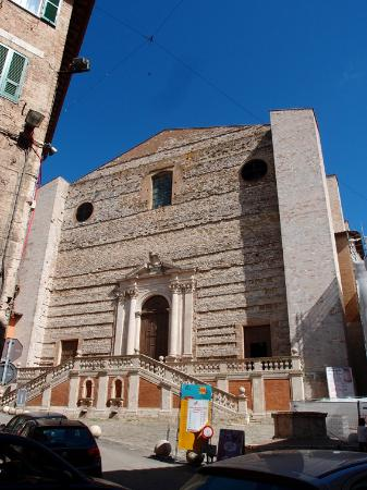 Kirche San Domenico: Простой фасад