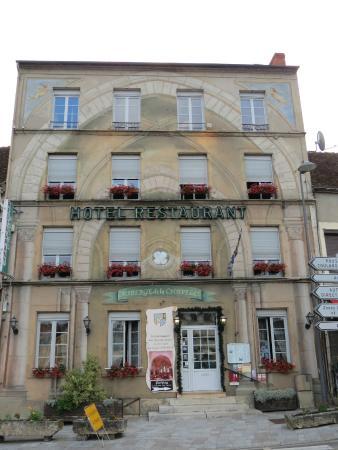 "Auberge de La Chapelle: façade en ""trompe-l'oeil"