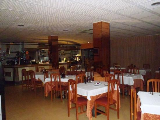 Hostal Santa Clara : restaurant en onbijtruimte binnen