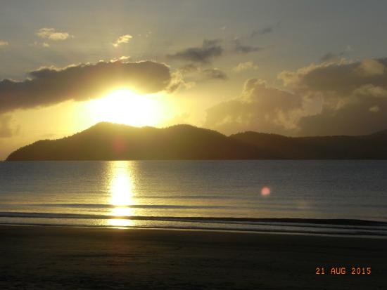 Taihoa Holiday Units: Sunrise over Dunk Island