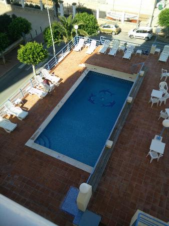 Hotel Don Pepe: Pool (early morning hence in shade). Really friendly staff.  Always very smiley & helpful