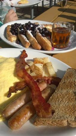 Mendon, VT: Breakfast!