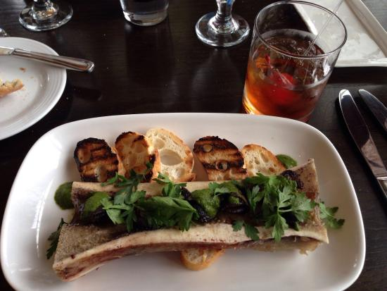 Windermere, Canadá: First time trying Bone Marrow & Escargots. Simply amazing!