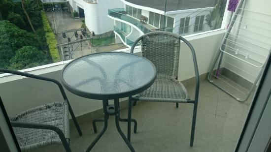 Kata Ocean View Residences: балкон