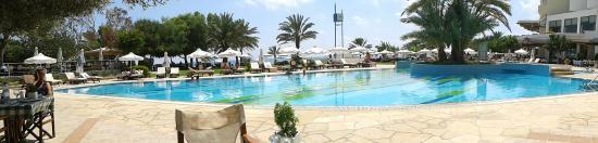 Constantinou Bros Athena Royal Beach Hotel: De la place pour tous.