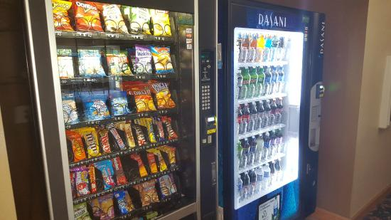 Country Inn & Suites By Carlson, Bloomington-Normal West: Vending machines