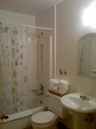 Western Inn - Glacier Park Motel and Campground: bathroom