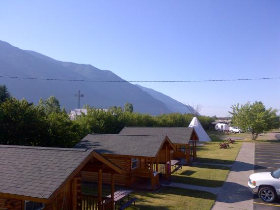 Columbia Falls, MT: The view from upstairs on the walkway