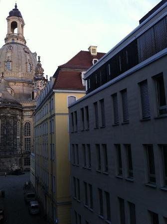 "Frauenkirche: Вид из окна номера в отеле ""Innside by Meliа Dresden""."