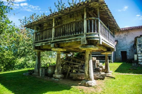 Museo Etnográfico Oriente Asturias: Horreo