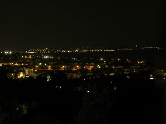 Hotel Castello San Antonio: vista dal balcone notte