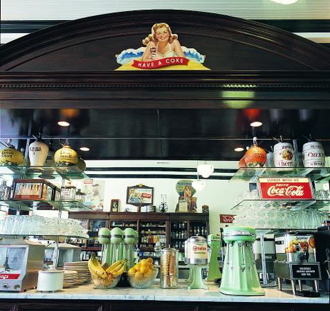 Huggin' Molly's: Back Bar