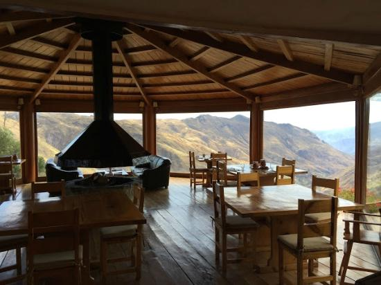 Refugio Vinak: Dining room