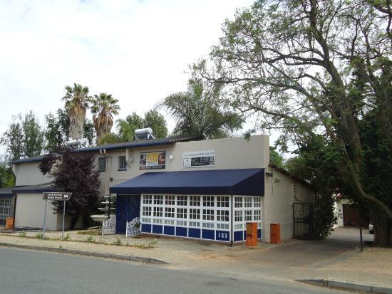 Louise Terrace Guest house: Street landmark View