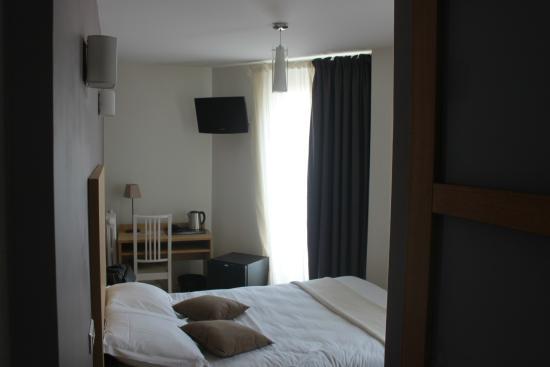 Chambre double avec baignoire picture of hotel de l for Chambre avec baignoire