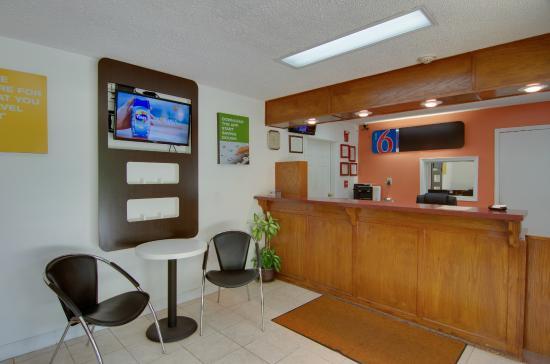 Motel 6 Cartersville: Lobby
