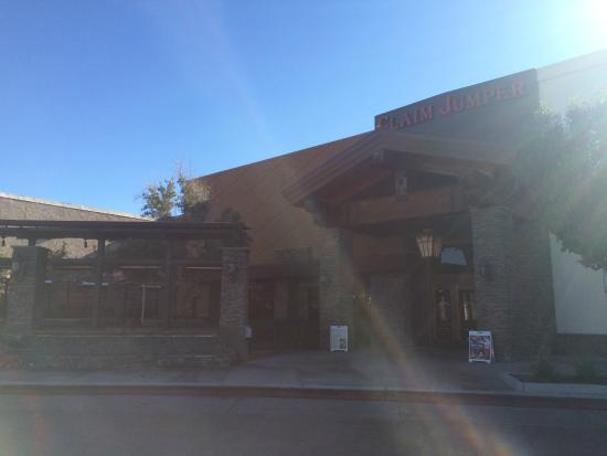 Claim Jumper Restaurants Outside View