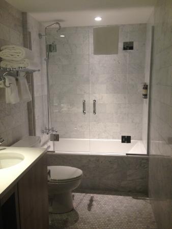 The Tillary Hotel Room 601 Bathroom