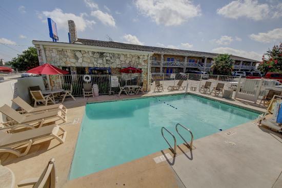 Motel 6 San Antonio Nw Medical Center 48 ̶5̶4̶