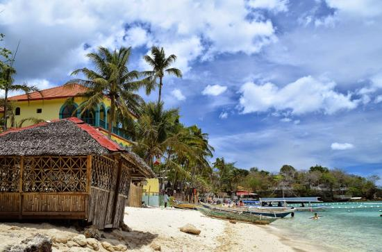 Visayas, Filipina: California Coral Beach Resort Behind Alubihod Beach Hut, Guimaras Island, Philippines